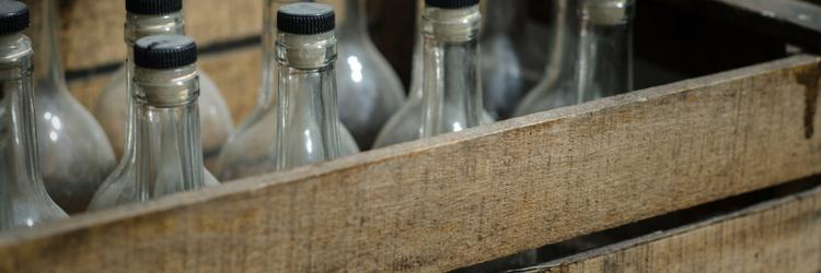 vintage krat met flessen